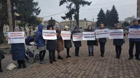 """Стаття '""""Протест нещеплених"""": близько 30 черкаських мам мітингували біля міськради'"""