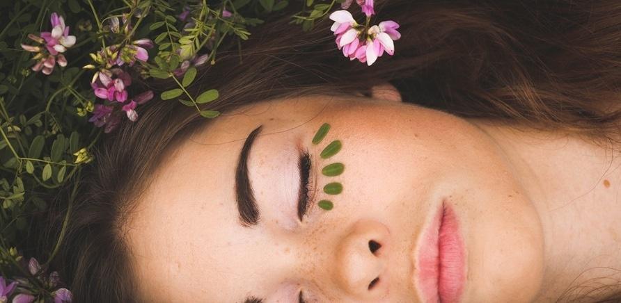 'Как правильно ухаживать за кожей лица весной?'