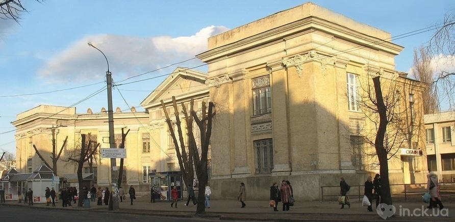 Фото 1 - №2 – здание в стиле развернутой книги