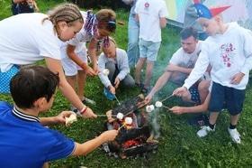 Статья 'Летний лагерь на берегу моря или в Карпатах?'