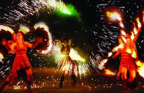 Фото 4 - Огненное шоу, пиротехническое шоу, великаны на ходулях Сварожичи