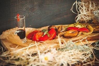 Овочі запечені в пергаменті з сиром фета