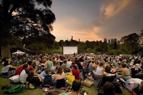Фильм - Кино под открытым небом в Долине роз