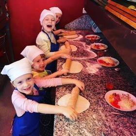 """Майстер-клас з приготування піци в """"Lucky Strike"""""""