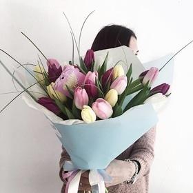 День Св. Валентина - 21 тюльпан с упаковкой