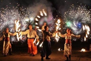 Сварожичі, вогняне шоу, піротехнічне шоу, велетні на ходулях - Українське вогняне шоу 'Два Дубки' (4 актори)