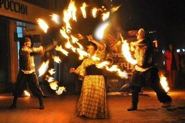 Сварожичи, огненное шоу, пиротехническое шоу, великаны на ходулях - Огненно-пиротехническое шоу 'Горящие головы'