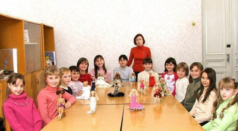 Центр детского и юношеского творчества, внешкольное учебное заведение - Ателье кукольной одежды 'Кокетка'
