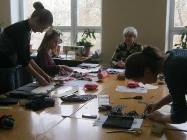 Центр детского и юношеского творчества, внешкольное учебное заведение - Кружок конструирования и моделирования одежды 'Силуэт'