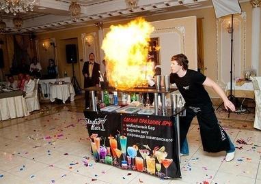 Studio Bar, бармен-шоу - Бармен шоу + выездной коктейль бар