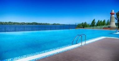 Perlyna resort, Культурно-оздоровительный комплекс - Открытый бассейн с видом на Днепр