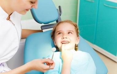 Джулия, стоматология - Установка пломбы на молочный зуб