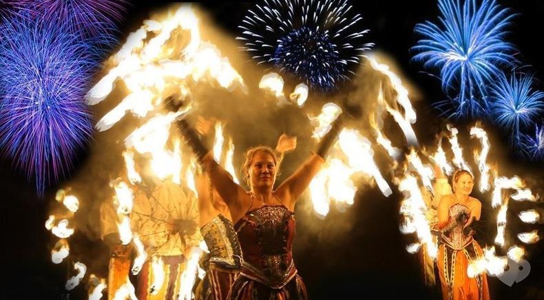 """Фото 4 - Сварожичи, огненное шоу, пиротехническое шоу, великаны на ходулях - Огненно-пиротехническое шоу """"Венецианский карнавал"""" (4 актера)"""