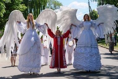 Сварожичи, огненное шоу, пиротехническое шоу, великаны на ходулях - Ходулисты ангелы  для фотосессии и церемонии бракосочетания