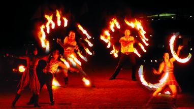 Сварожичи, огненное шоу, пиротехническое шоу, великаны на ходулях - Романтическое фаер-шоу 'Двое' (2 актера)