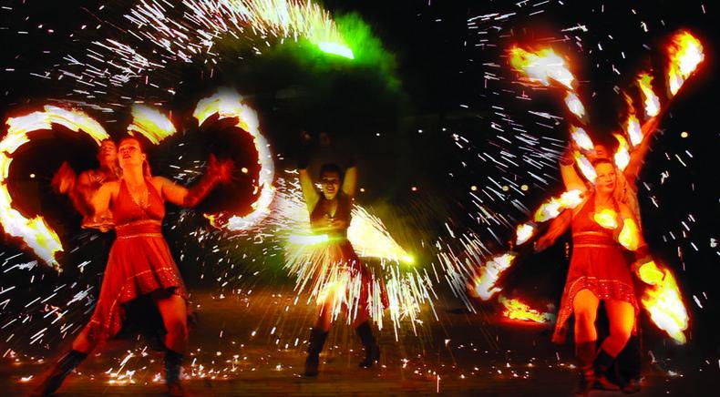 """Фото 2 - Сварожичи, огненное шоу, пиротехническое шоу, великаны на ходулях - Романтическое фаер-шоу """"Двое"""""""