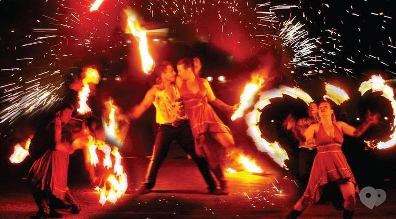 """Фото 4 - Сварожичи, огненное шоу, пиротехническое шоу, великаны на ходулях - Романтическое фаер-шоу """"Двое"""""""