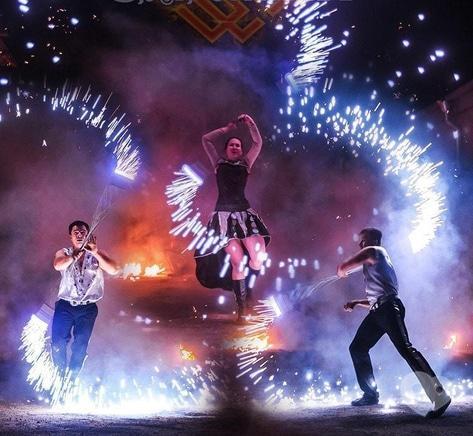 """Фото 8 - Сварожичи, огненное шоу, пиротехническое шоу, великаны на ходулях - Романтическое фаер-шоу """"Двое"""""""