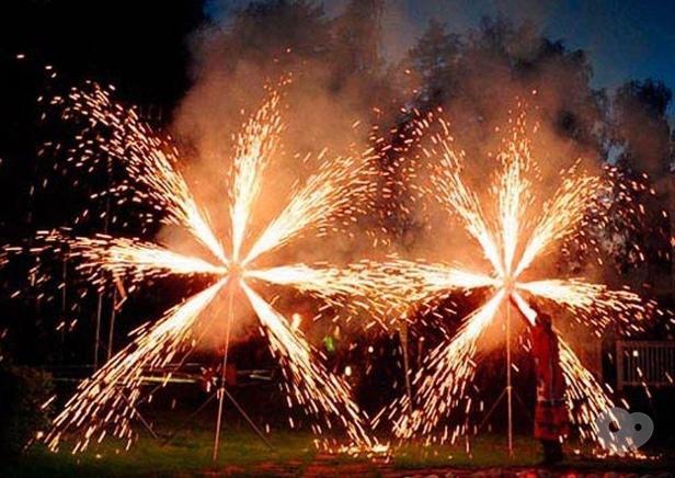 Фото 4 - Сварожичи, огненное шоу, пиротехническое шоу, великаны на ходулях - Пиротехническое музыкальное шоу