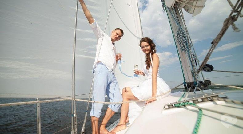 Фото 1 - Эдем, агентство организации праздников - Прогулка на яхте