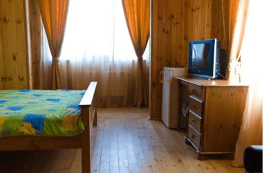 Щедра Долина, база отдыха - 2-местный номер СТАНДАРТ (ТВ, душ, туалет, кондиционер)