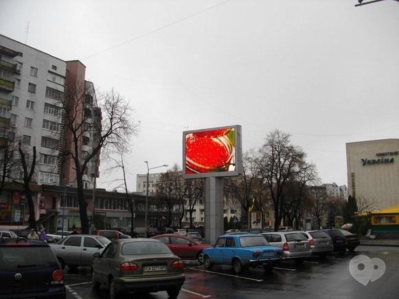 Лакки-Плюс, агентство рекламных коммуникаций - Трансляция рекламы на видеоэкране в центре города