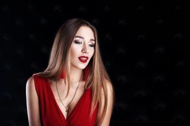 Аничка Капшитарь, проффесиональный визажист, бровист, лешмейкер - Голливудский макияж (стрелки, красные губи)
