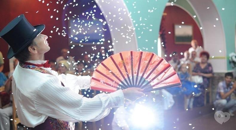 Фото 2 - Александр Кобылинский, фокусник - Иллюзионная программа на свадьбу