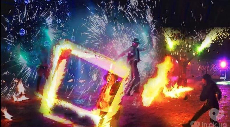 """Фото 4 - Сварожичі, вогняне шоу, піротехнічне шоу, велетні на ходулях - Піротехнічно-вогняне шоу """"ФЕЄРІЯ"""""""