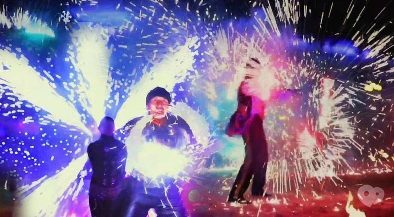 """Фото 5 - Сварожичі, вогняне шоу, піротехнічне шоу, велетні на ходулях - Піротехнічно-вогняне шоу """"ФЕЄРІЯ"""""""