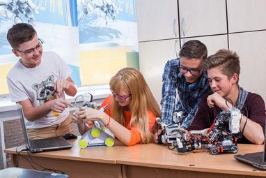 Комп'ютерна академія ШАГ Черкаси - 'Мала комп'ютерна академія. Для дітей 7-14 років'