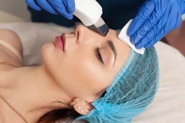 Celebriti, центр лазерної косметології та корекції фігури - Ультразвукова чистка