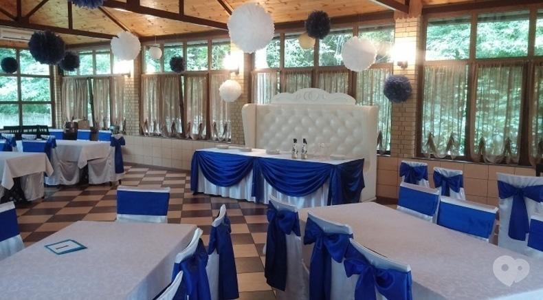 Квітчарня, весільний декор і флористика - Чохли на стільці з білого атласу