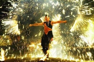 Сварожичи, огненное шоу, пиротехническое шоу, великаны на ходулях - 'Огненно-пиротехническое шоу 'RED SHOW'+ много спецэффектов и пиротехники (5 актеров)'