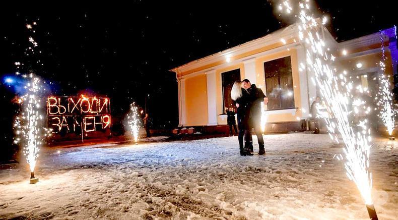Фото 1 - Сварожичи, огненное шоу, пиротехническое шоу, великаны на ходулях - Предложение руки и сердца для влюбленных