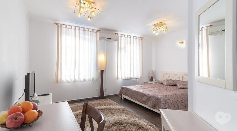 "Фото 2 - Selena Family Resort, Готельно-ресторанний комплекс - Бунгало ""На причалі"""