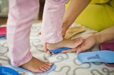 MEDГрация, ортопедический реабилитационный центр для детей и подростков - Индивидуальный подбор ортопедической обуви и стелек