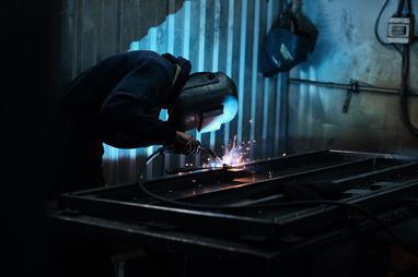 PLAMET, Производство металлопластиковых окон и металлических дверей - Изготовление металлических дверей