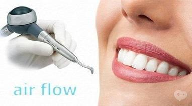 Стомадеус, стоматологическая клиника - Профессиональная чистка зубов Air Flow