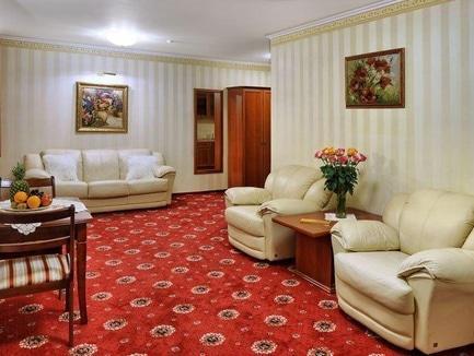 """Акція 2+1 або Ніч в подарунок від готелю """"Україна"""""""